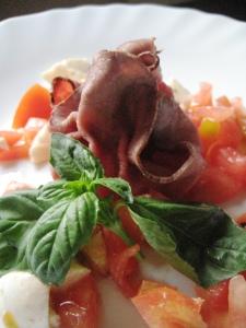 Fagottini di roast-beef con pomodori e mozzarella
