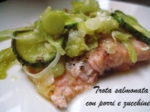 Trota salmonata con porri e zucchine